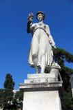 Fiore della tenuta della scultura della donna a disposizione Immagine Stock Libera da Diritti