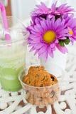 Fiore di bellezza con i biscotti. Fotografia Stock Libera da Diritti