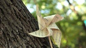 Fiore di carta, decorazioni di carta, natura morta stock footage