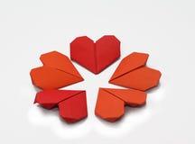 Fiore di carte piegate a forma di cuore del biglietto di S. Valentino immagini stock