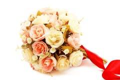 Fiore di falsificazione di Rosa su fondo bianco Fotografia Stock