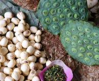Fiore di loto della raccolta, seme, tè, alimento sano Immagini Stock