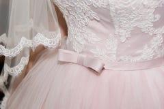 Fiore di nozze sul vestito Immagini Stock
