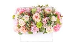 Fiore di plastica artificiale della decorazione con il canestro d'annata di progettazione Fotografia Stock Libera da Diritti