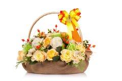 Fiore di plastica per la decorazione su fondo bianco Fotografie Stock Libere da Diritti
