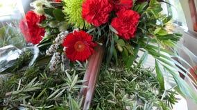 Fiore e candela usati per un funerale fotografia stock libera da diritti