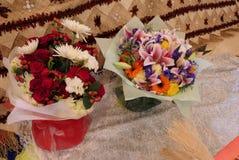 Fiore e candela usati per un funerale fotografia stock