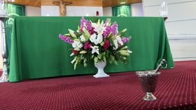 Fiore e candela usati per un funerale immagini stock