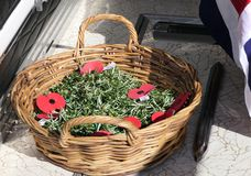 Fiore e candela usati per un funerale fotografie stock