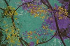 Fiore giallo sulla vecchia priorità bassa dell'intonaco Fotografie Stock