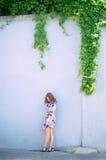 Fiore marrone della ragazza dei capelli del ritratto Immagine Stock Libera da Diritti