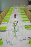 Fiore porpora sulla tavola Fotografia Stock Libera da Diritti