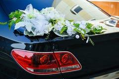 Fiore romantico della decorazione sull'automobile di nozze nel nero Fotografia Stock Libera da Diritti
