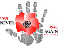 Fiore rosso del papavero con la stampa della mano 1939-1945 mai non ancora 9 maggio - giorno di vittoria Immagine Stock