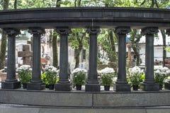 Fiore in tomba cattolica immagini stock libere da diritti