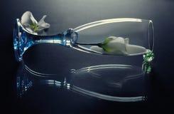 Fiore in vetro con latte. Fotografie Stock Libere da Diritti