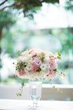Fiore in vetro del vaso a casa Fotografie Stock Libere da Diritti