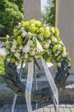 Fiori al monumento Amsterdamseweg Amstelveen di guerra i Paesi Bassi immagine stock libera da diritti