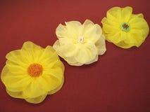 Fiori artificiali gialli del tessuto Fotografie Stock