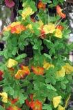 Fiori artificiali gialli e rossi variopinti. Fotografia Stock Libera da Diritti