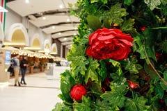 Fiori artificiali nella decorazione del centro commerciale Fotografia Stock
