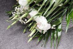 Fiori bianchi di nozze in a fotografia stock libera da diritti