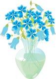 Fiori blu in un vaso di vetro Immagini Stock