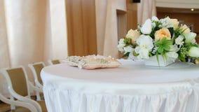 Fiori decorativi della decorazione del corridoio di nozze stock footage