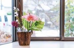 Fiori decorativi in vaso Fotografia Stock Libera da Diritti