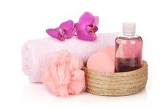 Fiori dei cosmetici, dell'asciugamano e dell'orchidea Fotografie Stock Libere da Diritti