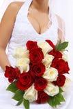Fiori della holding della sposa di cerimonia nuziale Fotografia Stock Libera da Diritti