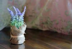 Fiori della lavanda in vaso immagini stock libere da diritti