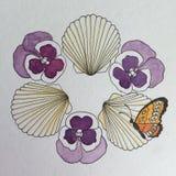 Fiori della pansé, farfalla e disegno a penna ed inchiostro delle conchiglie Fotografia Stock Libera da Diritti