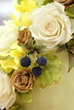 Fiori dello zucchero come decorazione della torta di compleanno Fotografie Stock