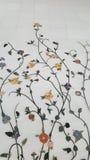 Fiori di marmo sulla parete Fotografia Stock Libera da Diritti