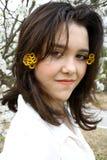 Fiori di Sun in suoi capelli Fotografia Stock
