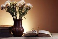 Fiori e libri Fotografia Stock