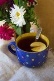 Fiori e tè di autunno Fotografie Stock Libere da Diritti