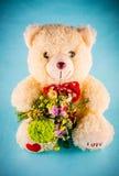 Fiori ed orso come regalo Immagine Stock Libera da Diritti