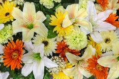 Fiori, fiori resi di tessuto variopinti Fotografie Stock Libere da Diritti