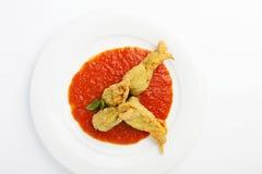 Fiori fritti dello zucchini farciti con la ricotta ed il prosciutto Immagini Stock
