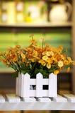 Fiori gialli in vaso Immagine Stock Libera da Diritti