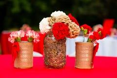 Fiori rossi e bianchi della decorazione di nozze Fotografia Stock Libera da Diritti