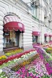 Fiori sul quadrato rosso a Mosca Immagini Stock Libere da Diritti