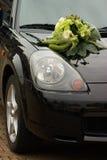 Fiori sull'automobile Fotografia Stock