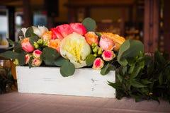 Fiori sulla tavola della sposa e dello sposo Fotografia Stock