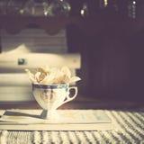 Fiori in una tazza Fotografia Stock