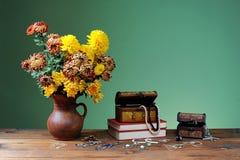 Fiori in vasi e gioielli Fotografia Stock