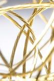 Fios dourados isolados no fundo brilhante fotos de stock