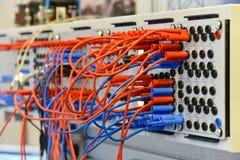 Fios e cabos imagens de stock